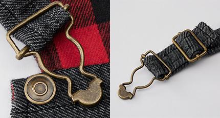 首元の金具でサイズ調節可能。