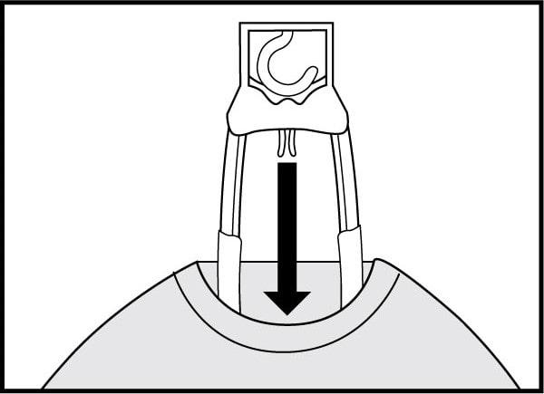 ハンガーの使用方法2 丸首・V首・ハイネックシャツ等の場合