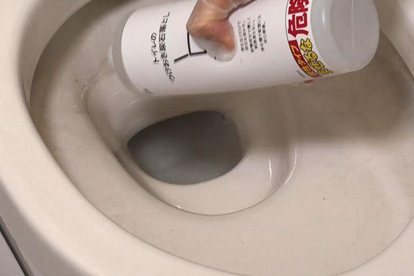 就寝前にまんべんなくトイレにかけるだけ就寝中(約5~6時間)に尿石を溶かしていきます
