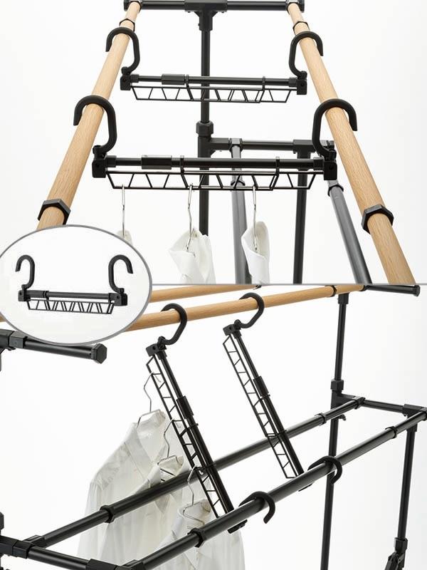 伸縮式ハンガーポール付きで、竿の間のスペースを有効活用できる